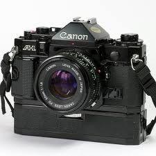 Camara fotográfica de eleição nos anos 80 do século XX. A CanonA-1, lançada no mercado em abril de 1978, foi o topo de linha de série A. Era uma sofisticada camara eletrónica, com controlo totalme…