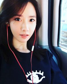 yoona__lim: 화보찍으러스케줄 가보쟈~~ 날씨 좋은 이런날 #I  듣지융 #한글날도 #융스타그램