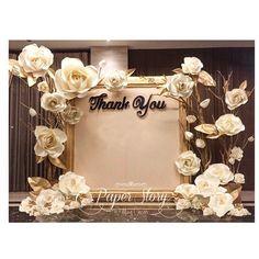 """Otra escena en el caso de que cuenta es el """"Gracias"""" en el lado está decorado con un tema floral, oro blanco siguen siendo una simplicidad clásica."""