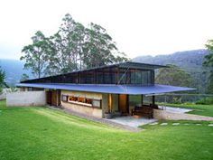 Peter Stutchbury architecture, the direction of both angled and straight lines create a original design. Contrast within the landscape is created by the use of complementary colour scheme to create impact in the design. Australian Architecture, Australian Homes, Residential Architecture, Interior Architecture, Dynamic Architecture, House On Stilts, Tiny House Cabin, Roof Design, House Design