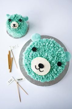 Geburtstagskuchen Bär oder Eisbär / This super cute bear cake is perfect for a little one's birthday! The cake and frosting recipes are simple and the technique is surprisingly easy to do! 1 Year Old Birthday Cake, 1 Year Old Cake, Boys First Birthday Cake, Bear Birthday, First Birthday Cakes, Teddy Bear Cakes, Girl Cakes, Baby Boy Cakes, Cute Cakes