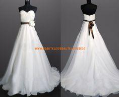 Glamourous Extravagantes Brautkleid 2013 aus Chiffon mit Blumen