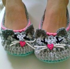 Ravelry: Women's Kitty Cat Slippers pattern by Lisa Casillas by SAburns Crochet Woman, Love Crochet, Knit Crochet, Crochet Boots, Crochet Clothes, Crochet Slipper Pattern, Crochet Patterns, Crochet Crafts, Crochet Projects