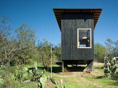 DRAA / Del Rio Arquitectos Asociados · Charred Cabin