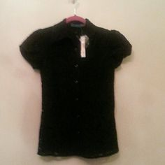 Alice & Oliva Lace Short Sleeve Button Up Top Brand new Alice & Oliva Lace Short Sleeve Button Up Top Alice + Olivia Tops