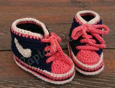 Et voilà, c'est reparti pour les chaussons : baskets taille 9/12 mois avec semelles anti-dérapantes Crochet, Baskets, Baby Shoes, Creations, Boutique, Facebook, Kids, Fashion, Glove