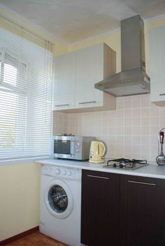 Apartments on Universitetsky per. 3 Ekaterinburg Situated 900 metres from Trinity Cathedral in Yekaterinburg, this apartment features a balcony. The unit is 1 km from Big Zlatoust. Free WiFi is available throughout the property.  The kitchen is equipped with a microwave.