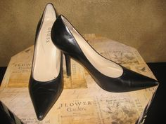 BRANDNAME: GUESS #211  MATERIAL: Leather  COLOR: Black  CONDITION: New!  SIZE: 8 1/2 M  AVAILABLE  $39.99