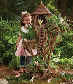 Fairy garden tree house - Good inspiration for DIY Fairy Gardens Garden Tree House, Fairy Tree Houses, Fairy Garden Houses, Garden Trees, Garden Gnomes, Fairies Garden, Forest Garden, Garden Whimsy, Garden Art
