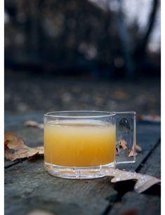Värmande äppeldrink med rom - Bara en kaka till Juice Smoothie, Smoothie Drinks, Smoothies, Refreshing Drinks, Yummy Drinks, Cocktail Recipes, Cocktails, Alcoholic Drinks, Beverages