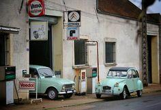 Pour toujours, rivales. Un vieux garage dans l'Yonne qui reprend vie le temps d'une photo.