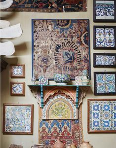 12 Inspiring Ways To Creatively Display Your Textile Collection – Lamour Artisans African Living Rooms, Fabric Artwork, Sunflower Kitchen Decor, Textile Market, Southern Living Homes, Ikea Curtains, Ikea Frames, Spanish Style Homes, Boho Room