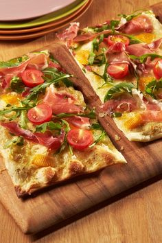 Flammkuchen mit Rucola und Schinken Browse the recipe book of ich-liebe-käse.de and discover over 450 delicious and varied cheese recipes Ham Recipes, Pizza Recipes, Good Healthy Recipes, Healthy Breakfast Recipes, Yummy Food, Tasty, International Recipes, Deep Dish, Soul Food