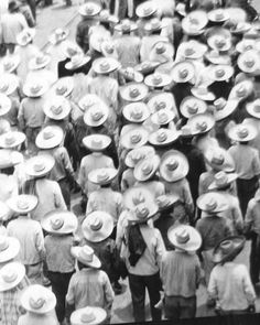 March of the Workers, Mexico City, 1926 Photographic Print by Tina Modotti at AllPosters.com Tina Modotti, Edward Weston, Diego Rivera, Modern Photography, Black And White Photography, Photography Aesthetic, Creative Photography, Street Photography, Expo Grand Palais