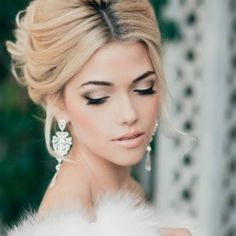10 Gorgeous Wedding Makeup Looks i like such a natural palate for eyes and face, but some pink/red ish lipstick would be good Red Asian Bridal Makeup TReal Bride Winter Wedding Makeup, Wedding Makeup Tips, Natural Wedding Makeup, Wedding Beauty, Bridal Beauty, Indian Bridal Makeup, Wedding Makeup Looks, Wedding Looks, Wedding Make Up