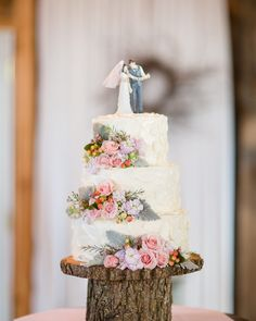 Now that you've had your #coffee how about a nice slice of wedding cake? We're loving the floral details of this confection from Lisa  David's #theknotvermont wedding!  #theknot  via @jharperphoto | Cake by @bentleysbakeryvt via @angela4design