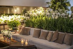 Decoração de casamento: jardim de hortênsias Wedding Lounge, Wedding Stage, Outdoor Seating, Outdoor Decor, Lounge Furniture, Lounge Areas, Home Interior, Restaurant Design, Event Decor
