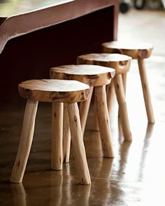 A Coffee Table Buying Guide - Life ideas Rustic Log Furniture, Twig Furniture, Timber Furniture, Furniture Design, Wood Projects, Woodworking Projects, Garden Projects, Rustic Stools, Wood Stool