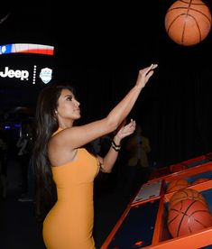 Kim Kardashian, Olivia Munn celebrate launch of 2012 Jeep Wrangler Unlimited Altitude