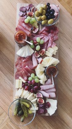 Vorspeise - Grill & Party - - Entwurf - Food and Drink - Party Food Platters, Cheese Platters, Cheese Table, Food Buffet, Party Trays, Appetizers For Party, Appetizer Recipes, Wine Appetizers, Christmas Appetizers