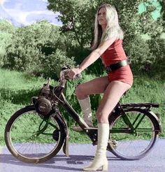 I should never have sold my Solex Brigitte Bardot Bardot Brigitte Du Brigitte Bardot, Bridget Bardot, Catherine Deneuve, Jane Fonda, Marie Christine Barrault, Motard Sexy, Actrices Sexy, Scooter Girl, Bicycle Girl
