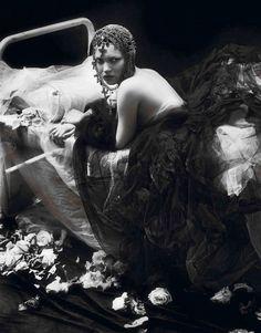 kate moss by mert alas and marcus piggott for vogue paris september 2012.