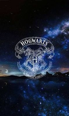 15 Harry Potter-inspired Wallpapers to fill . - Your cell phone deserves a wallpaper with the Harry Potter Hogwarts shield Harry Potter Background, Harry Potter Tumblr, Harry Potter Wallpaper