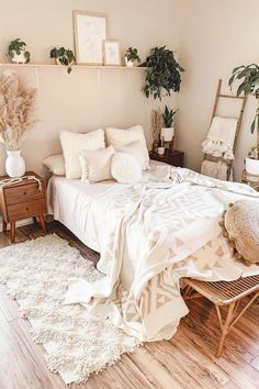 I have the day off work tomorrow and I have no idea what to do with myself 😅 Cute Bedroom Ideas, Cute Room Decor, Room Ideas Bedroom, Home Decor Bedroom, Bedroom Decor Ideas For Teen Girls, Teen Bedroom Designs, Bedroom Inspo, Bedroom Inspiration, Bed Room