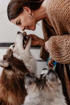 Anzeige. Damit deinem Hündchen das Zähneputzen leichter fällt, habe ich nützlicheTipps für eine besonders wirksame Zahnpflege für Hunde am Blog gesammelt. www.thepawsometyroleans.com Akira, Blog, Dog Accessories, Dental Health, Dog Food, Medical Conditions, Pooch Workout, Blogging