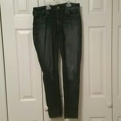 AE jeggings Gently used AE jeggings super stretch. American Eagle Outfitters Jeans Skinny
