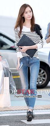 SNSD Yoona. Airport fashion. Black and white striped shirt with bowtie detail. Skinny jeans. Black patent oxfords.