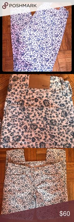 """Madewell Skinny Ankle Floral Print Jeans Size 28 Madewell Skinny Ankle Floral Print Jeans. These jeans have only been worn once. In like new condition. Size 28.. Inseam 27"""" Madewell Jeans Skinny"""