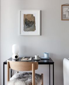 COLOR NOW - COCO LAPINE DESIGNCOCO LAPINE DESIGN Dusty Pink Bedroom, Pink Bedroom Walls, White Walls, Wooden Cupboard, Beige Marble, Glass Partition, White Sofas, One Bedroom Apartment, Living Room