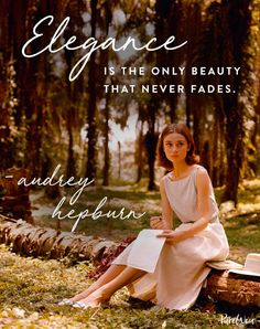 12 Audrey Hepburn Quotes That Never (Ever) Get Old – fashion quotes inspirational Audrey Hepburn Mode, Audrey Hepburn Outfit, Audrey Hepburn Quotes, Aubrey Hepburn, Selena Gomez, Mantra, Best Quotes Of All Time, Best Beauty Tips, Beauty 360