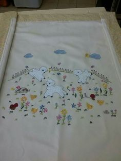 Charming Vintage Baby Crib Cover, Tinted and Embroidered, Blanket, Wall Hanging Crewel Embroidery, Vintage Embroidery, Cute Quilts, Baby Quilts, Applique Designs, Embroidery Designs, Brother Innovis, Sewing Crafts, Sewing Projects