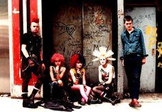 Punk rock look. Subcultura Punk, Punk Rock, Punk Guys, Cyber Punk, 90s Fashion Grunge, Punk Fashion, Metal Fashion, Gothic Fashion, Punk Subculture