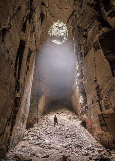 Un fotógrafo ha capturado estas imágenes espeluznantes que muestran la magnitud de algunos de Britains más profundas maravillas más oscuras - como la Mina Box Freestone, Wiltshire
