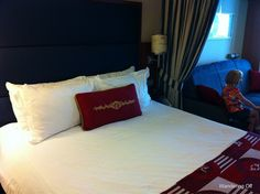 Disney Cruise Stateroom details