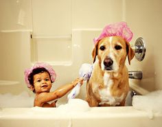 baby gives dog bath I Love Dogs, Puppy Love, Baby Pictures, Cute Pictures, Baby Animals, Cute Animals, Baby Dogs, Doggies, Mans Best Friend