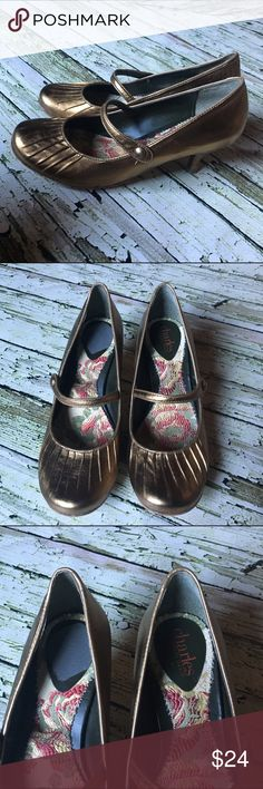 Charles by Charles David Mary Jane kitten Heels🌷 Gold metallic Mary Jane's, only worn a few times Charles David Shoes Heels