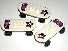 LEGO 3 White Minifigure Skull Star Skateboards Frm Skater Girl Minifig 8827 $1.99