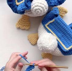 Mochila Crochet, Bag Crochet, Crochet Daisy, Crochet Purses, Crochet Stitches, Crochet Patterns, Paper Flowers Craft, Flower Crafts, Sailor Moon Crochet