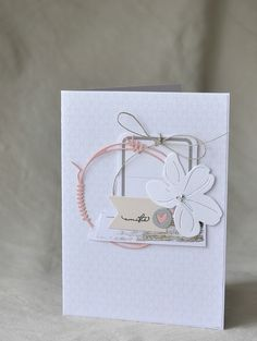 Des tons doux… – Le nouveau scrap de Christine B - Adventskalender Basteln Cute Cards, Diy Cards, Leaf Cards, Beautiful Handmade Cards, Card Making Inspiration, Card Sketches, Card Tags, Paper Cards, Flower Cards
