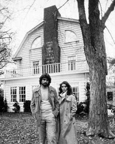 The Amityville Horror house on 18 Brooks Drive is for sale! The house featured in the movie 'The Amityville Horror'. Best Horror Movies, Horror Films, Scary Movies, Good Movies, Horror Fiction, Horror House, Haunted Places, Haunted Houses, Best Horrors