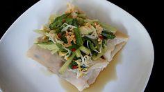 Crêpes de riz vietnamiennes, un plat délicieux, très original et très frais, le porc peut être remplacé par des crevettes coupées en tous petits morceaux, ou par des légumes pour lé végétariens. Bon appétit.
