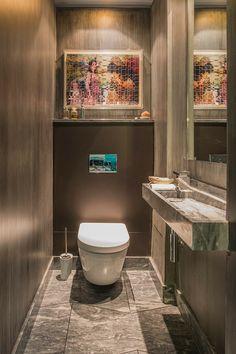 Toilettes en marbre de cet appartement de luxe