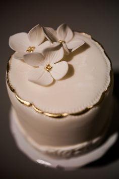 elegant mini cake | Found on unity-weddings.com