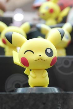 65 Ideas for cake ideas diy pokemon - Poke Ball Polymer Clay Kawaii, Fimo Clay, Polymer Clay Charms, Polymer Clay Projects, Polymer Clay Creations, Polymer Clay Art, Clay Crafts, Clay Figures, Fondant Figures