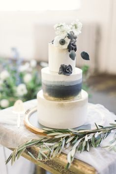Beautiful gray and gold wedding cake: http://www.stylemepretty.com/little-black-book-blog/2015/01/15/ethereal-city-wedding-inspiration/ | Photography: Lauren Gabrielle - http://laurengabrielle.com/