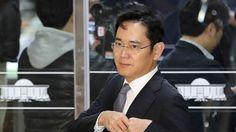 Fiscales de Corea del Sur acusan de corrupción heredero de Samsung   El heredero de Samsung y otros cuatro ejecutivos de alto nivel del mayor fabricante de celulares del mundo fueron acusados el martes de varios cargos, incluyendo soborno y malversación, informaron fiscales surcoreanos.